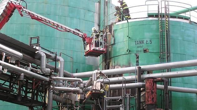 V Kouřimi začal hořet zásobník na 400 tun asfaltu. 3. července 2009