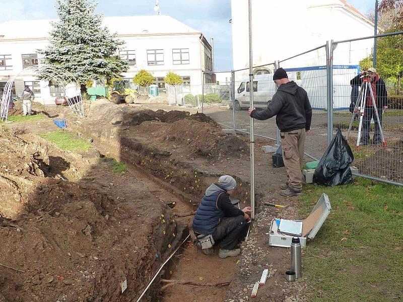 Z činnosti archeologů v Týnci nad Labem.