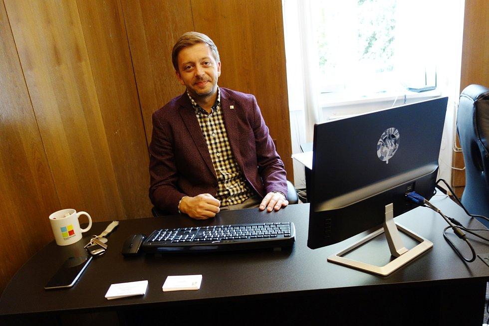 Vít Rakušan v Kolíně otevřel poslaneckou kancelář.