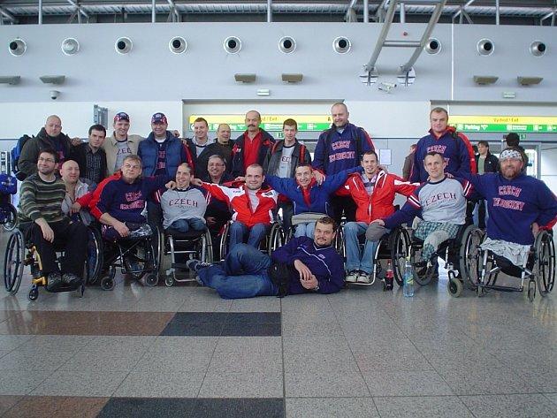Česká sledge hokejová reprezentace před odletem na MS v USA.