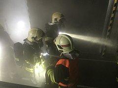 Požár ve skladu ovoce v Tuchorazi.