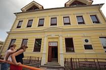 Škola v Ovčárech po rekonstrukci.