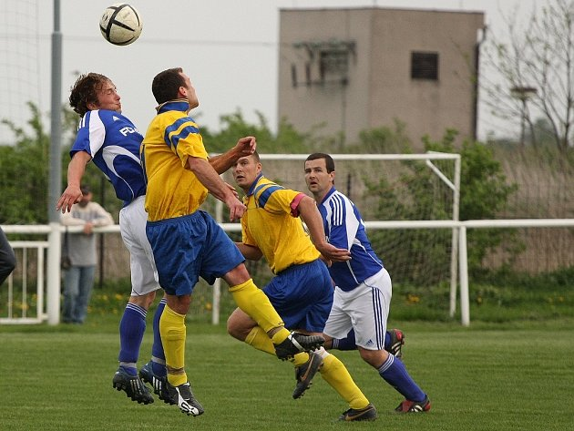 Z utkání Tuchoraz - Velim B (1:0).