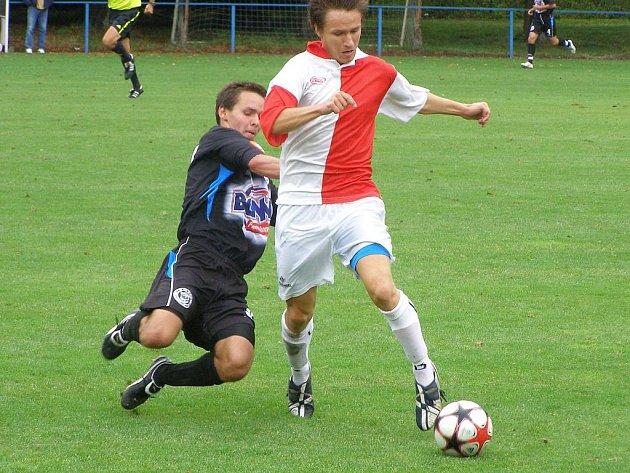 Z fotbalového utkání Ondrášovka cupu FC Velim - SK Kladno (1:0)