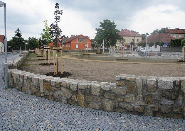 Postup prací na revitalizaci parku Za Sadem v Pečkách