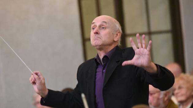 Vzpomínkový koncert v kolínské synagoze uctil odsunuté Židy i narozeniny Izraele.
