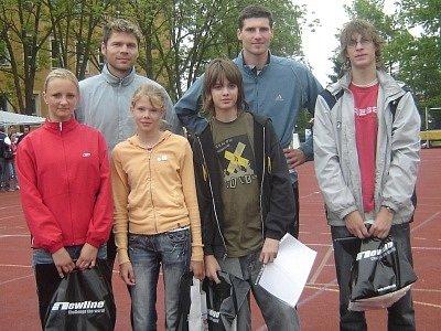 Vítězné družstvo spolu se stříbrným medailistou z mistrovství světa Tomášem Janků a bronzovým medailistou z olympijských her Jaroslavem Bábou.