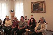 Setkání se spisovatelkou Barborou Walterovou Benešovou se po besedách vMělníku uskutečnilo vObecní knihovně Dobřichov na Kolínsku.
