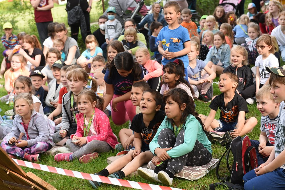 Dětský den v Kolíně oživilo a ozvláštnilo také pohádkové divadélko.