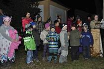 Mlékovické děti zazpívaly u stromečku