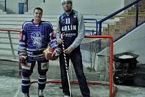 Kapitán hokejistů Josef Malý (vlevo) a kapitán basketbalistů David Machač.