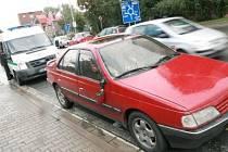 Osobní vozidlo srazilo chodce.
