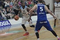 Z utkání BC Geosan Kolín - Ostrava (80:85).