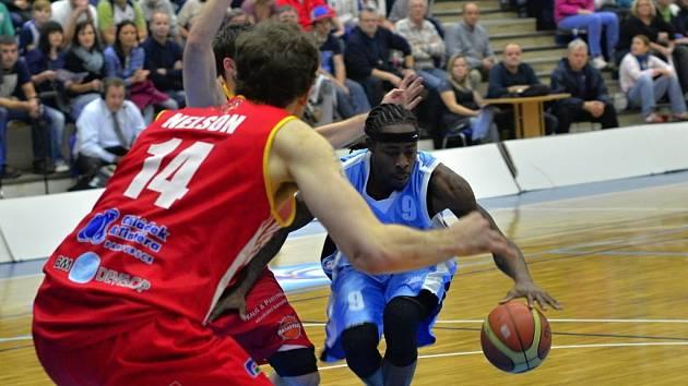 Z utkání BC Kolín - Pardubice (84:73).