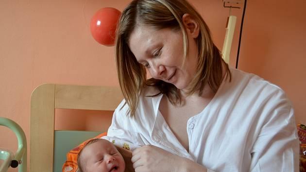 Ema Mášová spatřila světlo světa 10. března 2015. Po narození vážila 3070 gramů. Maminka Lucie a tatínek Jan bydlí se svou prvorozenou v rodném Kolíně.