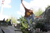 V areálu kolínského skate parku se konal druhý ročník skate závodů Tlustá kočka.