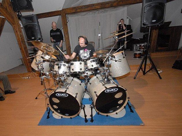Bubeník hrál pro sál plný bubeníků