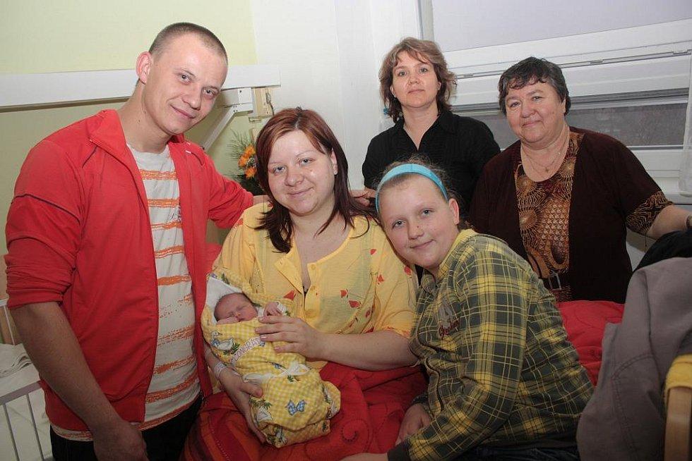 Početné příbuzenstvo se vyfotilo s prvorozenou dcerou manželů Jany a Michala Čongrádiových Beátou Čongrádiovou. Beáta se narodila 15. března 2011. Po porodu vážila 2580 gramů a měřila 43 centimetrů. Rodinka je z Radimi.