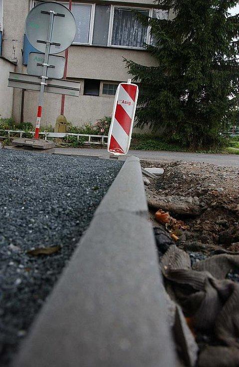Rekonstrukce chodníků v Českém Brodě.