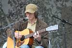 iž po desáté uspořádalo kolínské Sdružení Ostrof na místním Kolínském ostrově festival folku, bluegrassu a country .