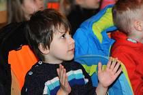 Pavel Novák bavil nejprve děti, večer pak zpíval dospělým
