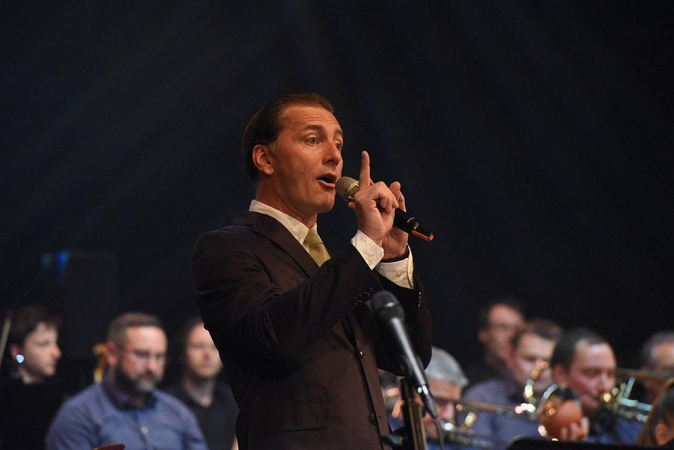 Kolínský Big Band oslavil dvacetiny nejen spěveckými hosty