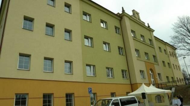 Poslední kolínské městské byty, které se předávaly lidem do užívání, byl přestavěný štáb v někdejších kasárnách v Pražské ulici.