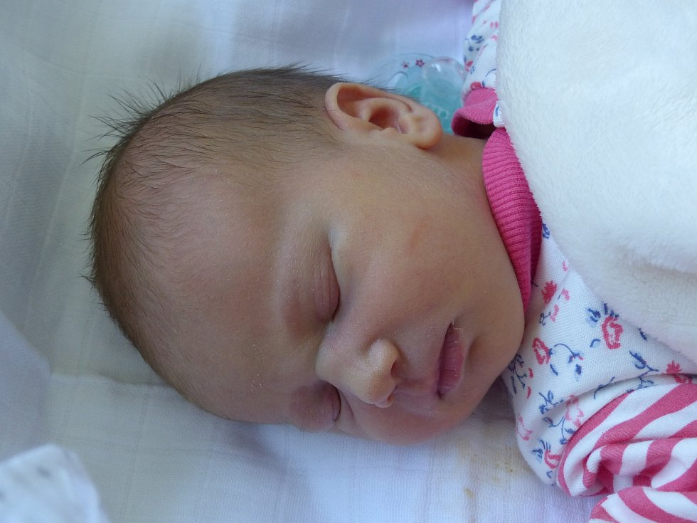 Agáta Kadlecová se narodila 15. května 2020 v kolínské porodnici, vážila 3055 g a měřila 49 cm. Do Pískové Lhoty odjela s maminkou Terezou a tatínkem Tondou.