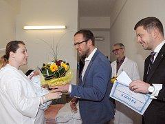 Vedení města a nemocnice přivítalo první kolínské miminko