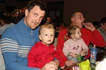 Děti ve Veltrubech navštívil s předstihem Mikuláš