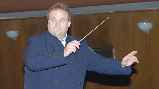 Dirigent Květoslav Červený.