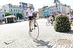Dvacátého devátého května zAše vyrazila na trať skupina cyklistů vjiž desátém ročníku projektu nazvaného Na kole dětem.