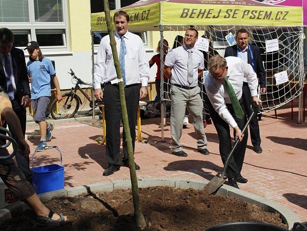Otevírání nové školy v Českém Brodě