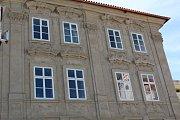 Dům U Zlaté štiky v Kolíně má po desítkách let novou fasádu