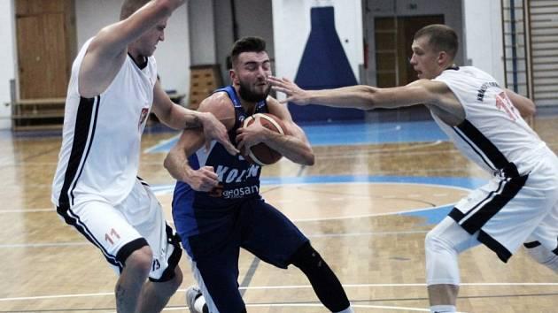 Z přípravného utkání BC Kolín - Hradec Králové (73:83).