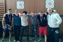 Kolínští zápasníci s borci ze spřáteleného oddílu MMA Čáslav. Zleva Lukáš Flossmann, Lukáš Hanzálek, Ondřej Kratochvíl, Michal Beneš, Jan Škarka a Johnny Bartůněk.