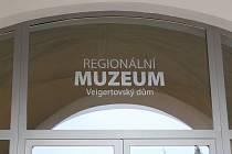 Regionální muzeum ve Veigertovském domě na Karlově náměstí v Kolíně.