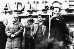 Generální stávka uspořádaná Občanským fórem 27. listopadu na Karlově náměstí. Z pódia před restaurací U Radnice promluvili lidé z kolínského divadla a další občané. Vyšel odtud mimo jiné podnět, aby byla z budovy sekretariátu OV KSČ zřízena poliklinika.