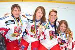 Alena Polenská (druhá zleva) na MS v in-line hokeji se svými spoluhráčkami. Kolíňačka Kateřina Ivičičová je druhá zprava.