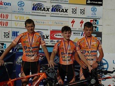 Mezi kadety měla Scania medailové žně. První skončil Tomáš Paprstka (uprostřed), druhý Josef Rajchart (vlevo) a třetí Jakub Friml.