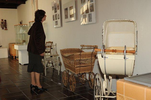 Výstava v muzeu vypovídá o mládí našich babiček