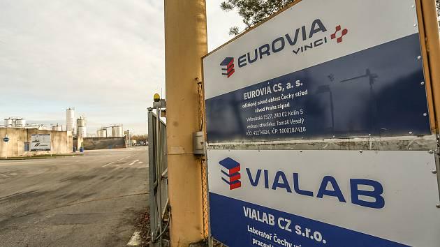 Betonárka a asfaltovna firmy Eurovia mezi Kolínem a Hradišťkem I.