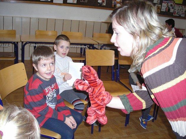 Děti z mateřské školky ve 4. základní škole Lipanská v Kolíně.