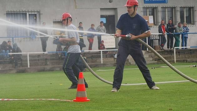 Dobrovolní hasiči soutěžili v Poříčanech v rámci Podlipanské ligy.