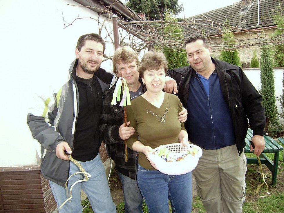 Velikonoční pondělí v Mančicích na Kolínsku v roce 2010
