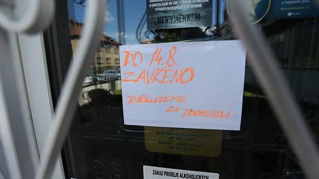 Uzavřená restaurace Česká koruna v Kolíně.
