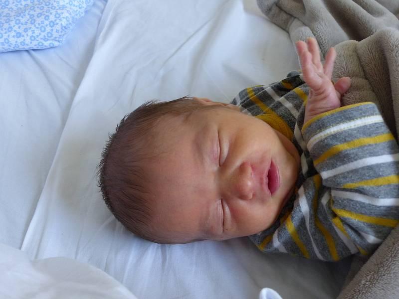 Šimon Němeček se narodil 9. září 2021 v kolínské porodnici, vážil 3375 g a měřil 51 cm. V Bohouňovicích II ho přivítali bráškové Vašík (8), Honzík  (4) a rodiče Lenka a Václav.