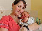 Tobiáš Mareš se mamince Petře a tatínkovi Milanovi narodil 19. února 2018. Měřil 50 centimetrů a vážil 4025 gramů. K tříleté sestřičce Šarlotě si ho rodiče odvezli domů do Bečvár.
