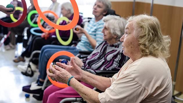 Žonglování jako cvičení motoriky.