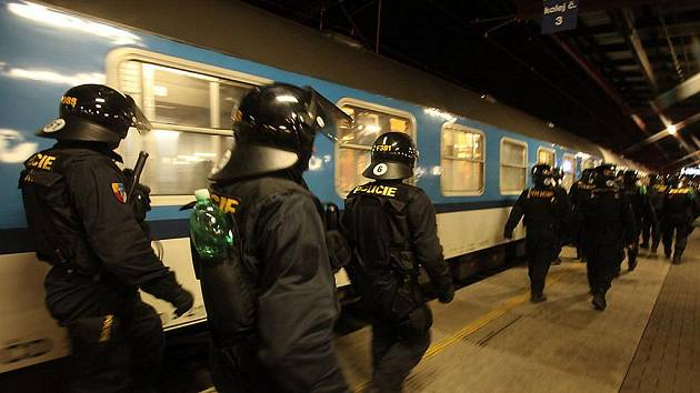 Policie hlídala bezpečnost cestujících na kolínském nádraží